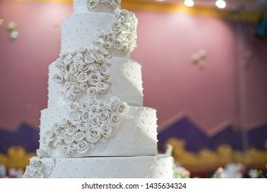 beautiful wedding cake, white cake wedding decoration