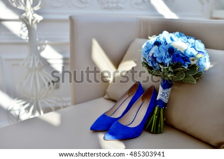 Beautiful wedding colorful bouquet and shoes for bride. Beauty of colored  flowers. Close- 36425ff2d