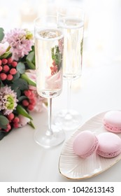 Beautiful wedding decoration with champagne and pink flowers, el