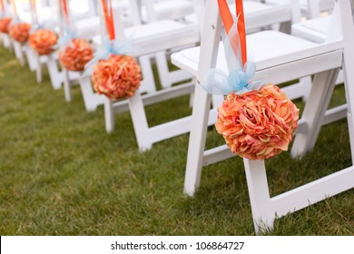 Beautiful Wedding Flower Arrangements Along the Aisle