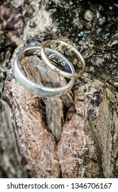 Beautiful wedding ring, gold or silver.