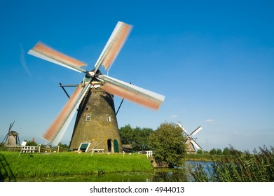 beautiful windmill landscape at kinderdijk in the netherlands