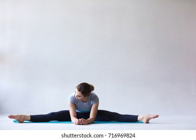 Beautiful woman do splits. Fitness and exercise.
