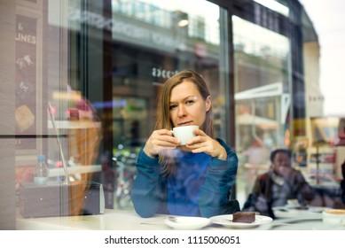 beautiful woman drinking coffee in the cafe