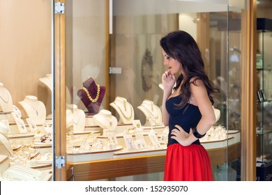 A beautiful woman is in the jewelry store