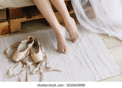 Beautiful woman legs with pointe shoes