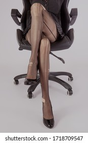 Каталог beautiful woman legs in tights, stockings or shoes