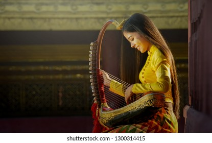 A beautiful woman in Mandalay, Myanmar came to dress up in the traditional style of Myanmar and play the artist pin-style music in Bagan