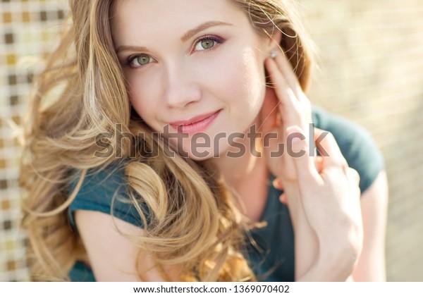 美しい女性のポートレート