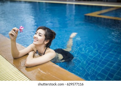 beautiful woman relaxing on the swimming pool.