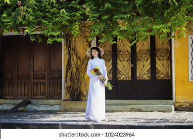 Beautiful woman with vintage style ,Beautiful woman with Vietnam culture traditional,Hoi an,Life of Vietnamese