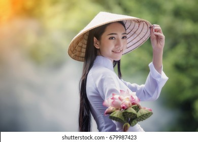 Beautiful woman with vintage style ,Vietnam culture traditional,Beautiful woman with Vietnam culture traditional,Hoi an,Life of Vietnamese