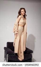Pantalon Beige Mujer Imagenes Fotos De Stock Y Vectores Shutterstock