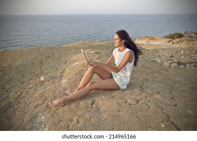beautiful woman who is using a pc in a desert place