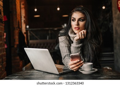 Beautiful woman working with laptop in a cafe.