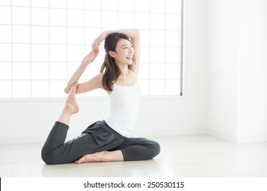 Beautiful young asian woman exercising in the room