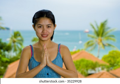 beautiful young asian woman with welcome expression in front of the sea