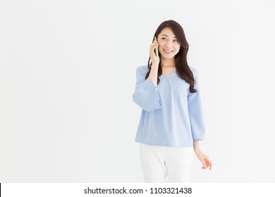 Beautiful young asian woman who talks on the telephone