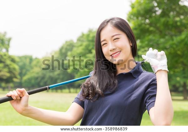 Beautiful young asian woman who golfs