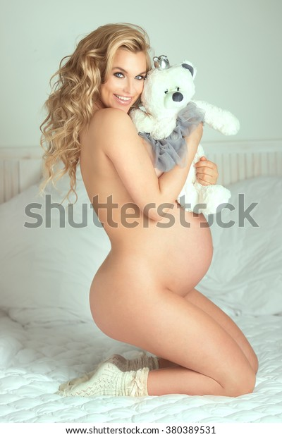 pregnant women nude pussy spreading amateur