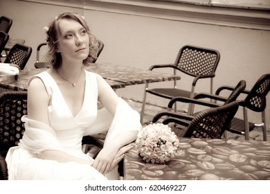 Beautiful young bride sitting in the cafe