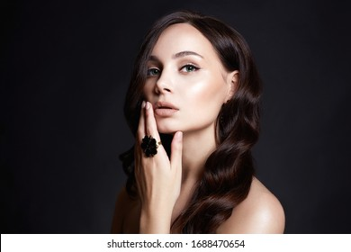 Beautiful young brunette woman in Jewellery. sexy girl with jewelry. fashion beauty portrait