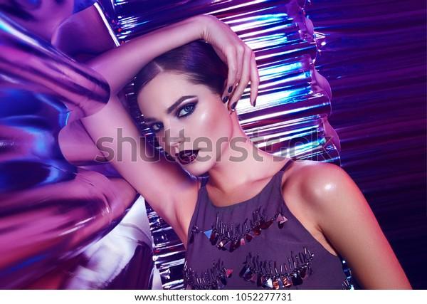 работа девушке моделью радужный
