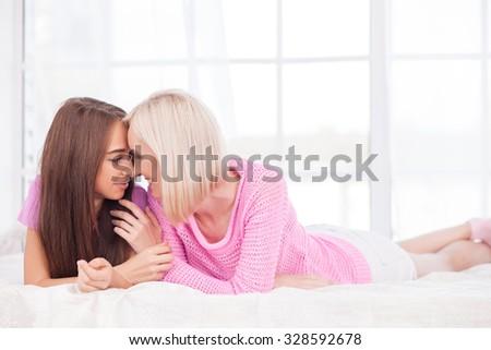 Лесби фото без доступа, девки в трусах крупным планом