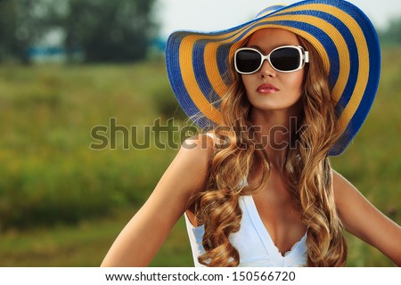 51ad1fdd8a Beautiful Young Woman Elegant Hat Sunglasses Stock Photo (Edit Now ...