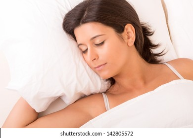 Beautiful young and beautiful woman resting in bed