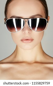beautiful young woman in sunglasses. fashionable girl close up portrait