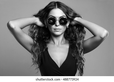 beautiful young woman in sunglasses.fashion beauty girl