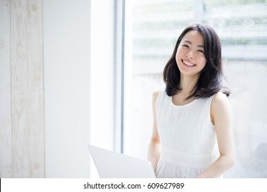 Beautiful young woman using laptop computer.