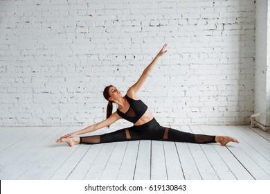 girls doing splits images stock photos  vectors