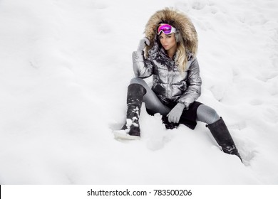 Beautiful young woman in winter e3f47a95f