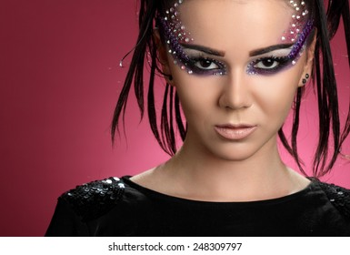 beautiful young woman.fashion makeove, groomed skin. good hairstyle.beautiful young woman. art of makeup.