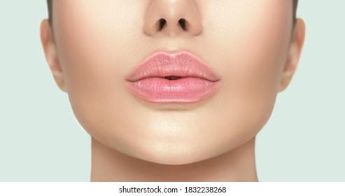 Schöne gesunde Lippen, Nahaufnahme. Schöne natürliche Lippen.