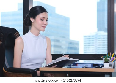 Beautiful young working woman working in the office. Asian Business woman.
