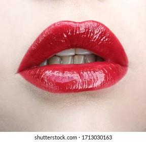 Beauttiful gloos lipstick makeup red lips