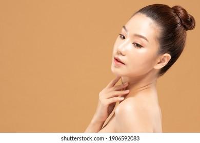 Beauty asian women  touching soft chinskin close up face beauty.