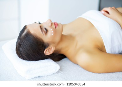 Beauty and Care. Chist and Young Skin. Beautiful Young Girl in Beauty Salon. Relaxation. Skin Care. High Resolution