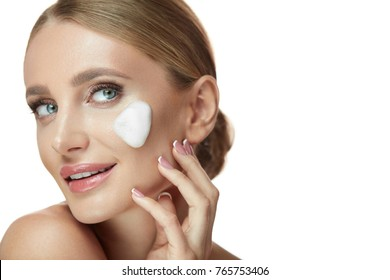 Beauty Face Skin Cosmetics. Closeup Beautiful Smiling Young Female With Cleaning Facial Wash Foam. Portrait Attractive Girl With Natural Makeup And Soap Cleanser On Fresh Clean Skin. High Resolution
