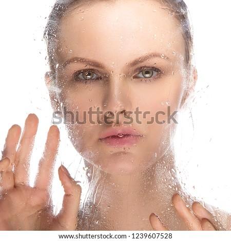 nasse-nackte-hand