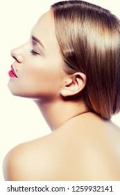 Beauty girl model profiel. Clean skin, hair style, red lips make-up