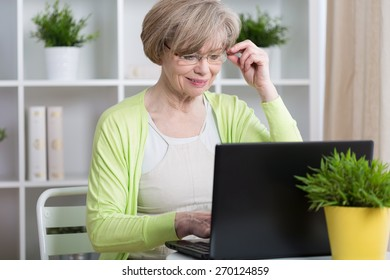 Beauty mature woman chatting on the Internet