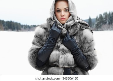 cea7873bf0121 Beauty model girl in winter time. beautiful young Woman in fashionable Fur  Coat,leather