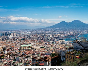 The beauty of Vesuvio saw from the top of his town
