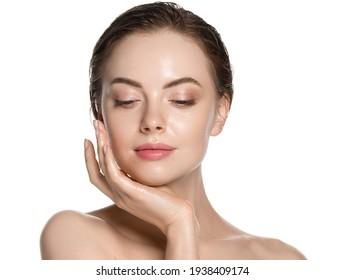 Schönheit Frau gesunde saubere Haut schöne weibliche junge Modell einzeln auf Weiß