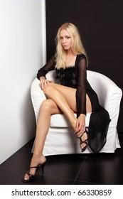 Beauty woman posing with black dress.