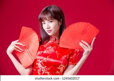 beauty woman wear cheongsam and show red envelope in chinese new year